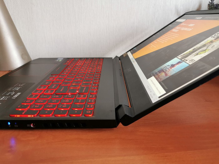 Acer-Nitro-7 screen by about 150